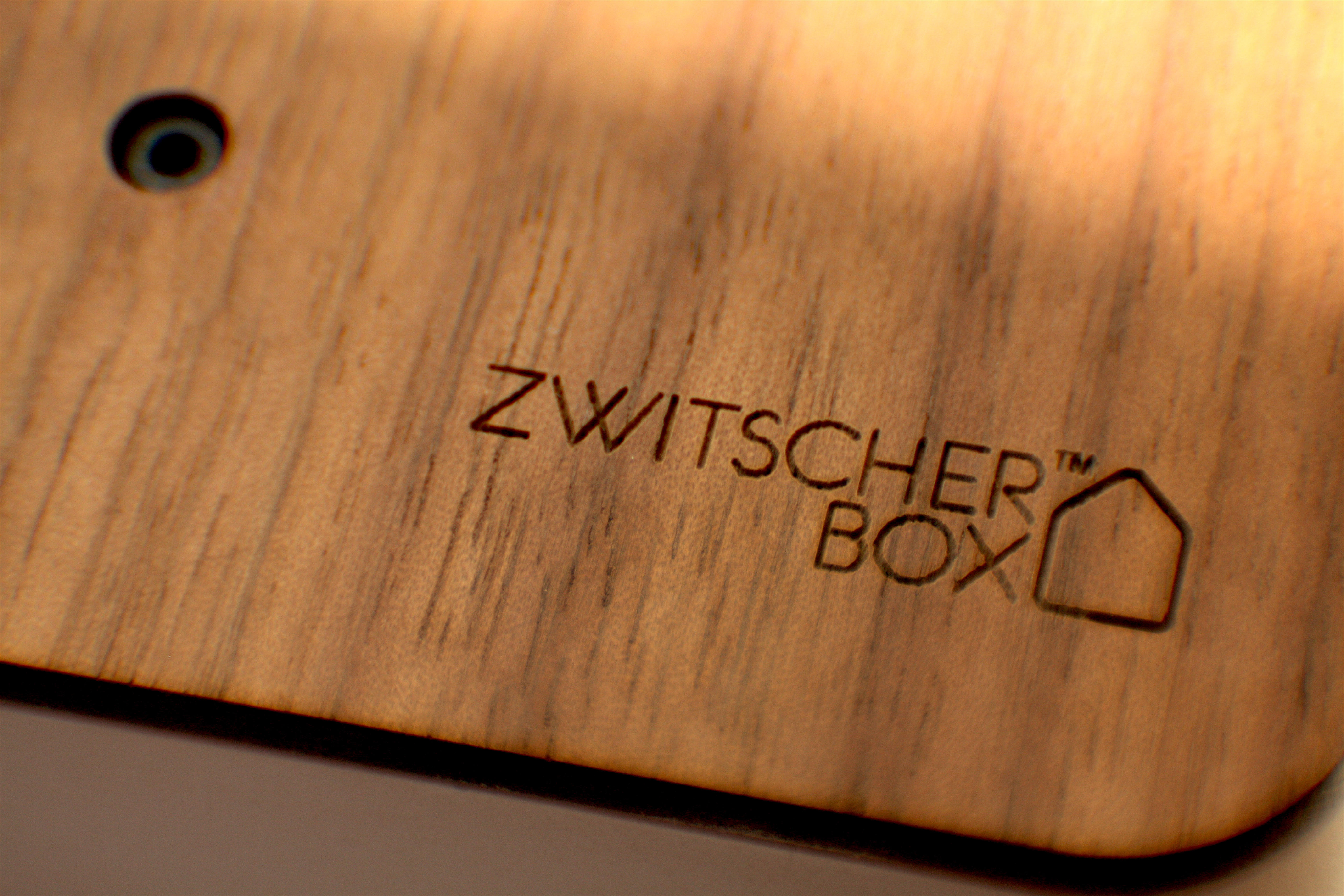 Zwitscherbox zb-wal-whi_Closeup_3